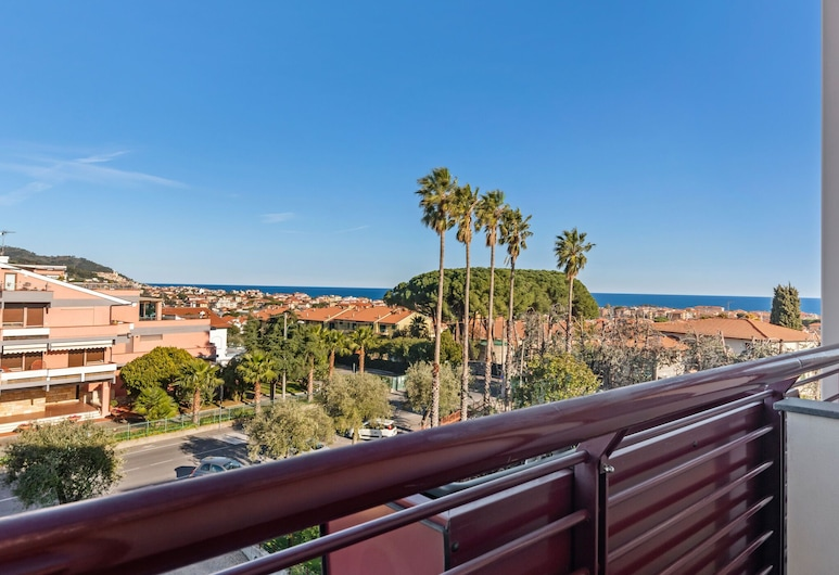 Pleasant Apartment in Diano Castello With Terrace, Diano Marina, Balcony