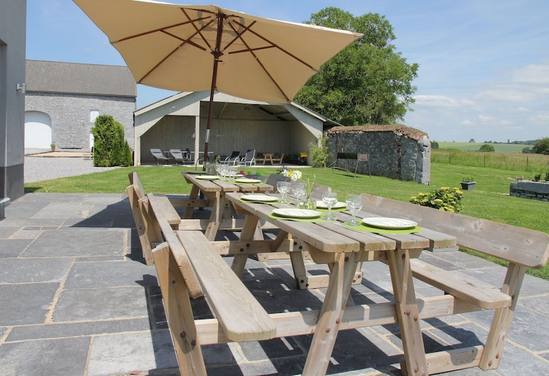 Luxury Holiday Home in Mettet With an Indoor Swimming Pool and Sauna, Mettet, Balkón