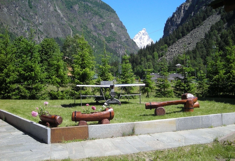 Chalet-village Situated in a Quiet Area, Antey-Saint-Andre, Garden