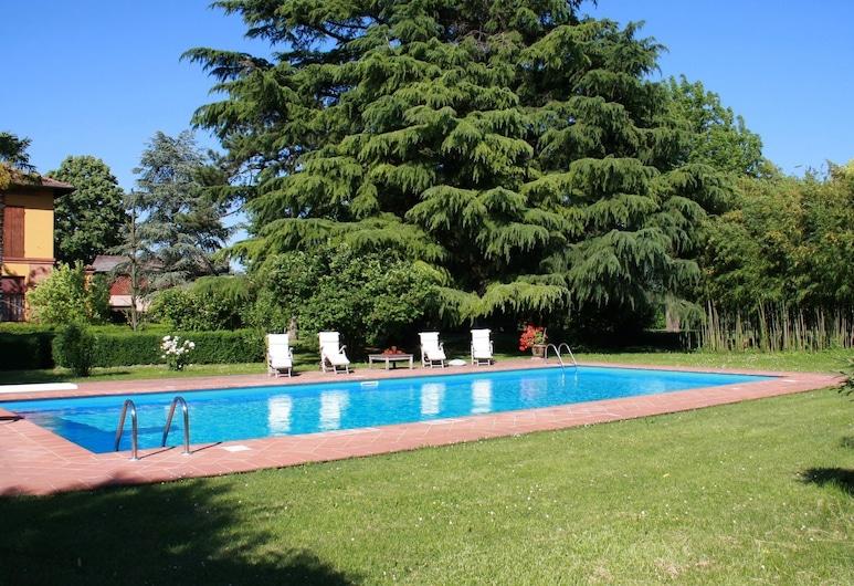 Stylish Holiday Home in Faenza Italy With Garden, Faenza, Uima-allas