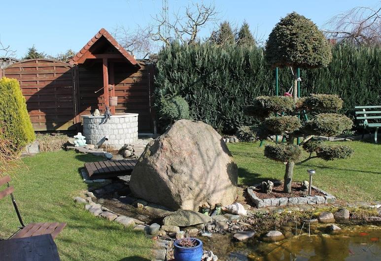 Cosy Apartment With Terrace, Garden, Barbecue, Heating, Pond, Kroepelin, Otel Sahası