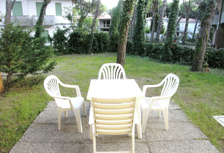 Sundrenched Holiday House,250 m far From the Beach in Rosolina Mare, Near Venice, Rosolina, Tuin
