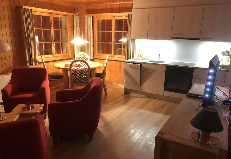 Cozy Apartment in Wallis With Private Terrace for Summer and Winter Vacation, Fiesch, Wohnzimmer