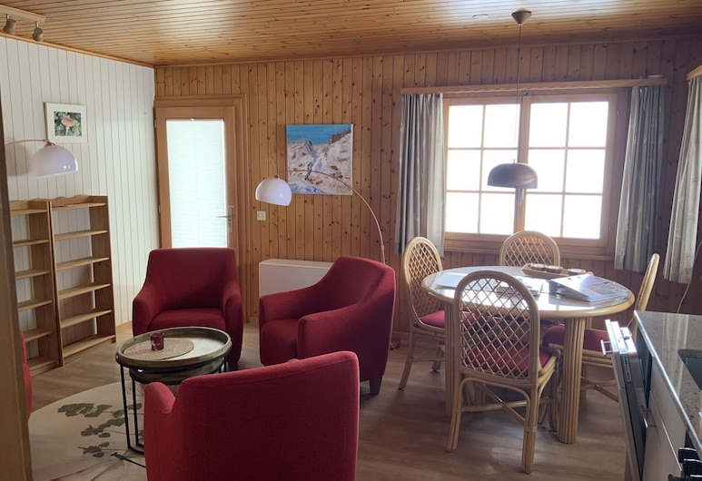 Cozy Apartment in Wallis With Private Terrace for Summer and Winter Vacation, Fiesch, Stofa