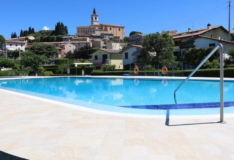 Beautiful Independent Villa in a Quiet Area, Bardolino, Piscina