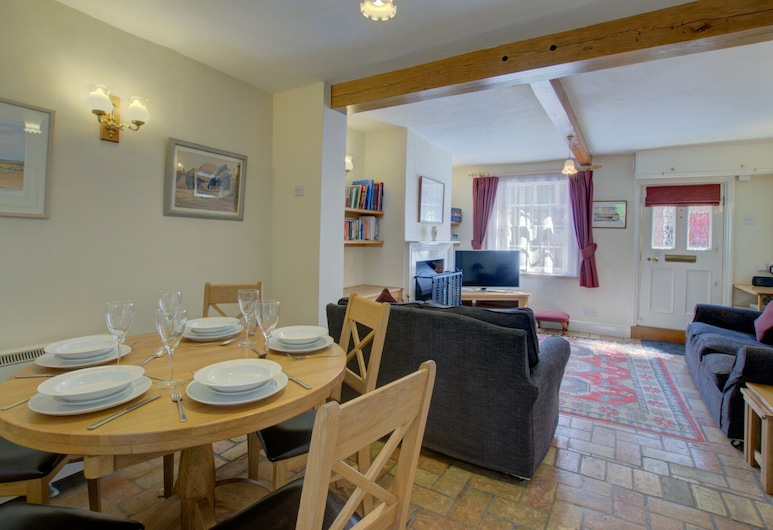 Comfortable Holiday Home With Open Fireplace and Private Garden, Near the Centre of Woodbridge, Woodbridge, غرفة معيشة