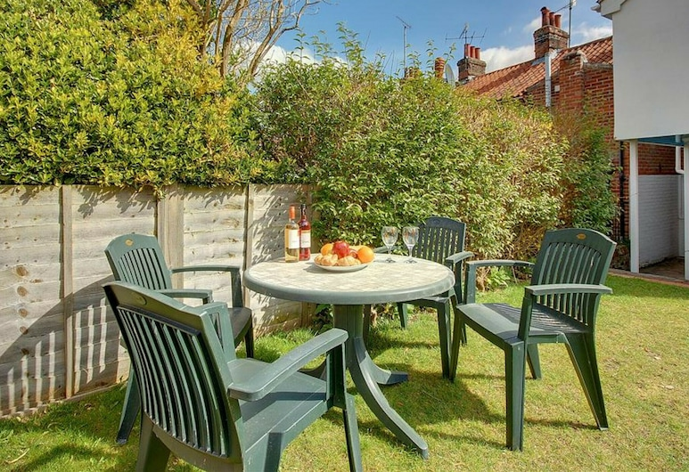 Comfortable Holiday Home With Open Fireplace and Private Garden, Near the Centre of Woodbridge, Woodbridge, Garden