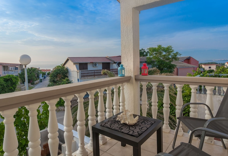 Spacious Holiday Home in Vir With Terrace, เวอร์, ระเบียง