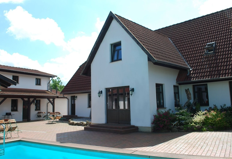 Modern Apartment in Dargun Mecklenburg With Swimming Pool, דארגון, בריכה
