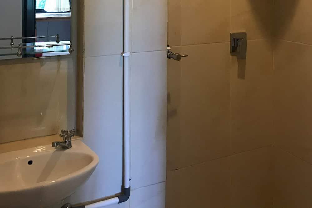 Suite (Reddoorz) - Baño