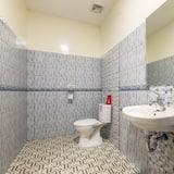 Chambre Double (Reddoorz) - Salle de bain