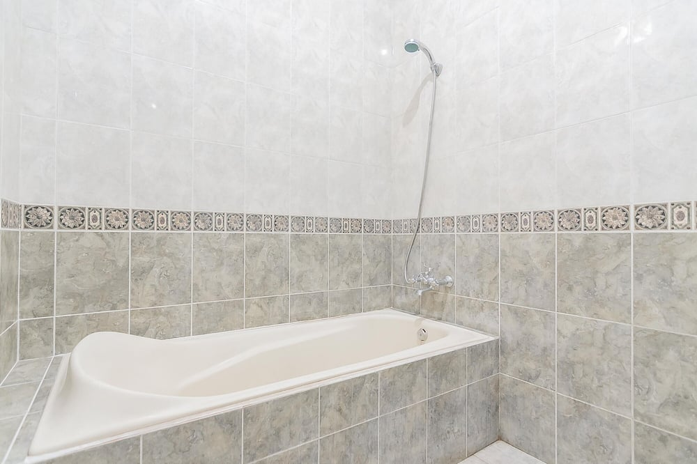 Suite (Reddoorz) - Badezimmer