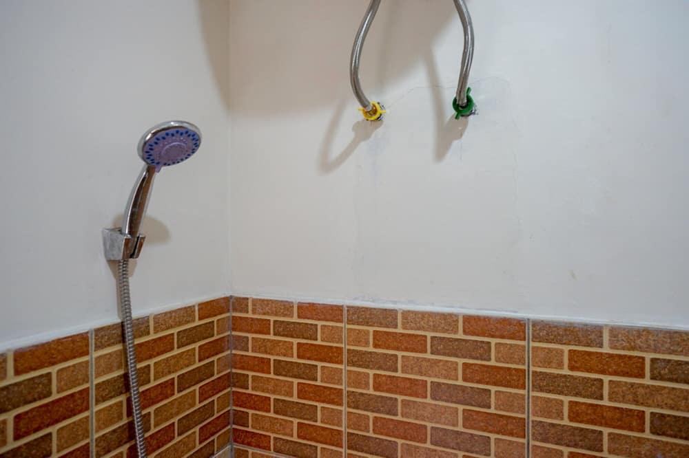 Phòng đôi (Reddoorz) - Phòng tắm