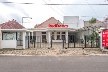 Hình ảnh RedDoorz Syariah near Gajayana Stadium Malang tại Malang