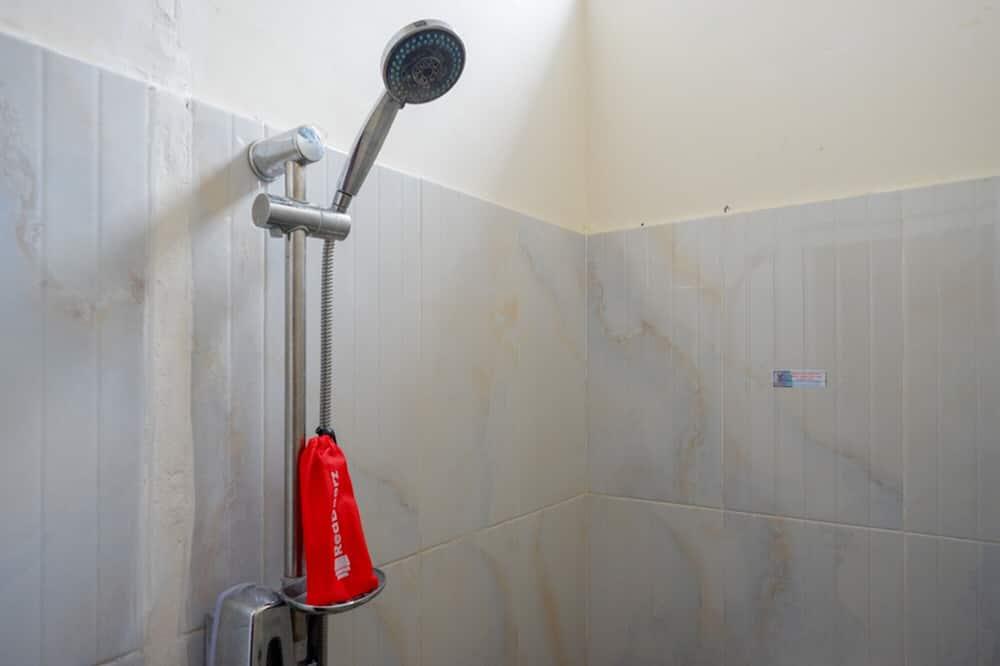 Habitación doble estándar (Reddoorz) - Baño