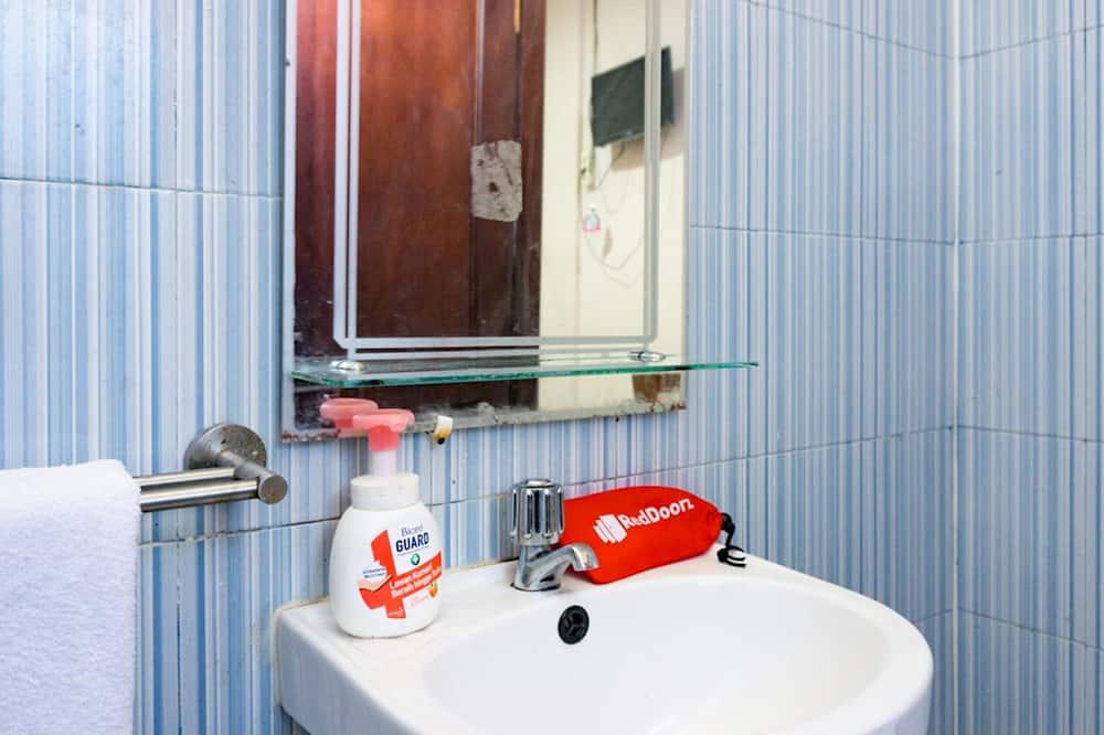 Einzelzimmer (Reddoorz) - Badezimmer