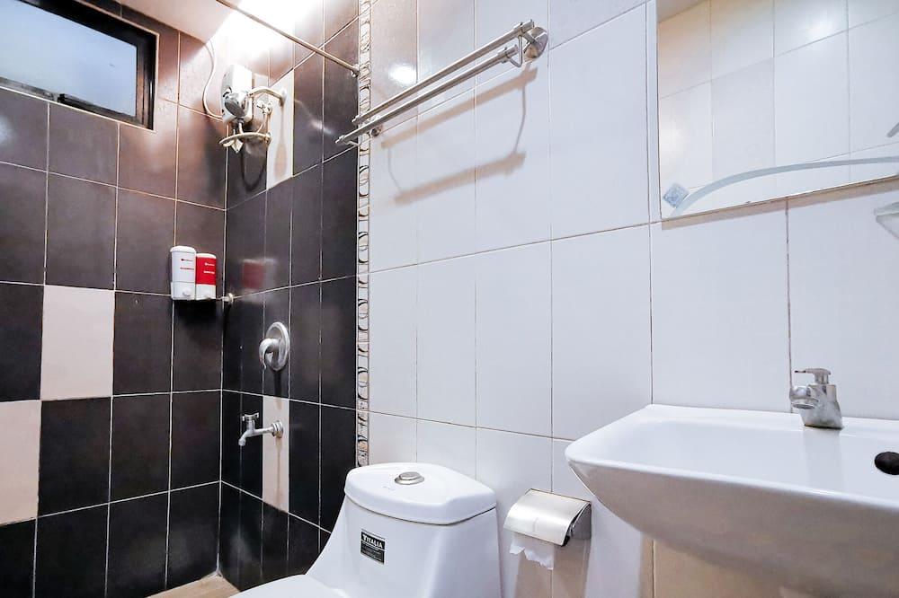 Habitación doble (Reddoorz) - Baño