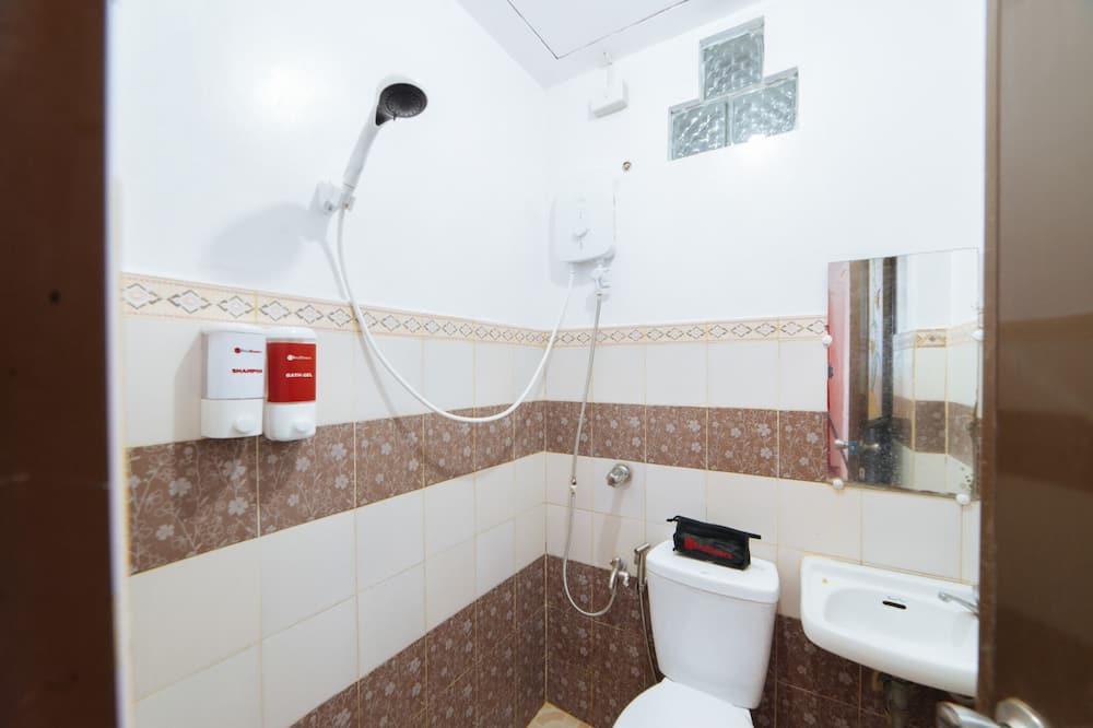 客房 (Reddoorz) - 浴室