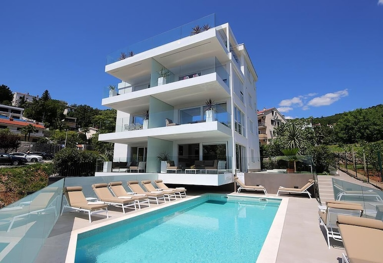 New Apartments With Pool Near Beach, Opatija