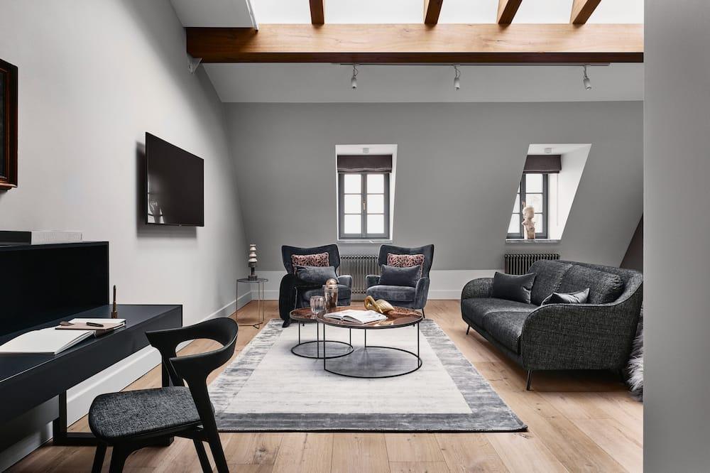 Super Deluxe - Living Area