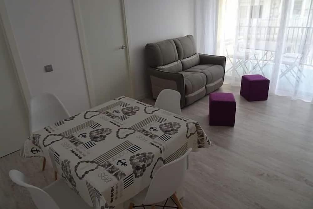 Dzīvokļnumurs, trīs guļamistabas, terase - Dzīvojamā istaba