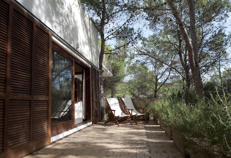 A Pleasantly Furnished Villa in a Wooded Area. The Villa Enjoys Tranquillity and Privacy, Sant Josep de sa Talaia, Balcón