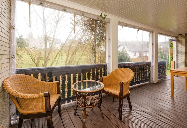 Spacious Group Home Close to Winterberg and Willingen With Private Garden, Medebach, Balcony