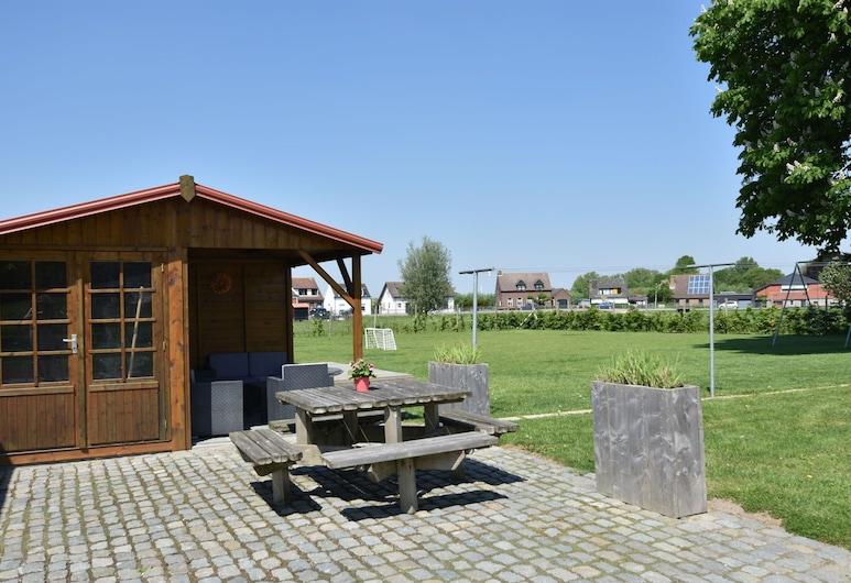 Peaceful Villa With Garden, Balcony, Basement, Football Goal, Hoek, Balkon
