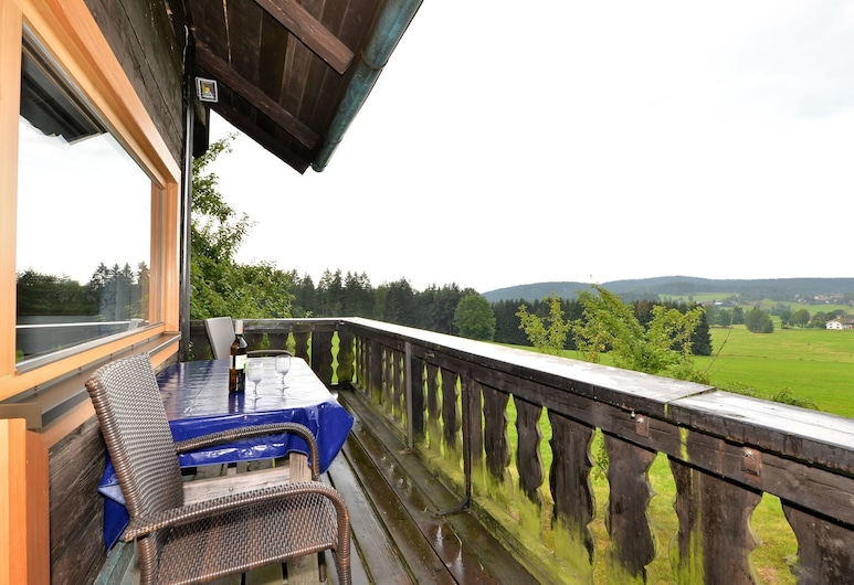 Pleasing Holiday Home in Viechtach Wiesing With Private Terrace, Viechtach, Balcon