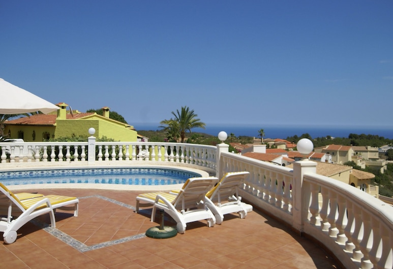 Charming Villa in Moraira Valencia With Swimming Pool, Benitachell