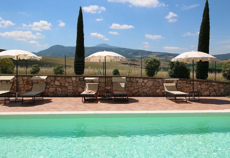 Farmhouse on a Hill in the Breathtaking Tuscan Countryside, 歐爾恰堡, 游泳池