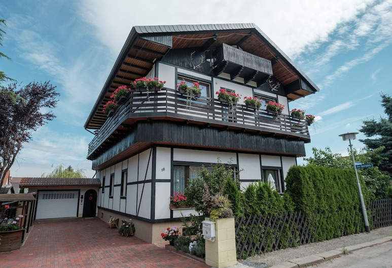 Beautiful Apartment With Romantic Garden and Cosy Terrace, Blankenburg