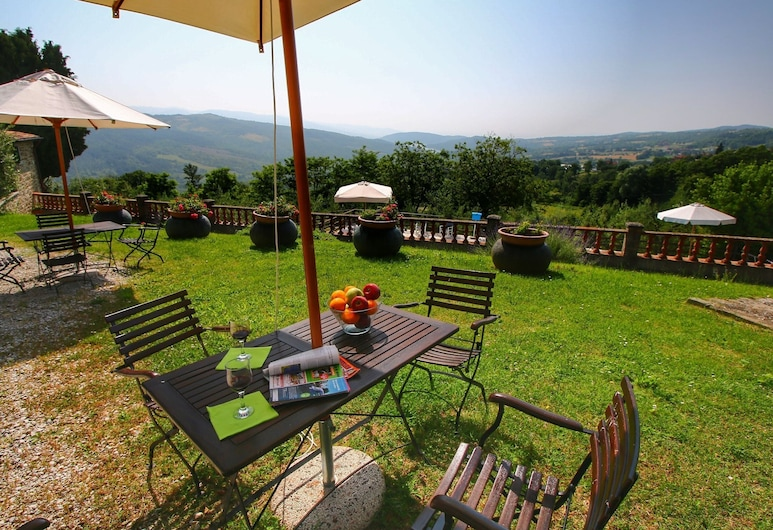 Lush Farmhouse in Caprese Michelangelo With BBQ, Caprese Michelangelo, 花园