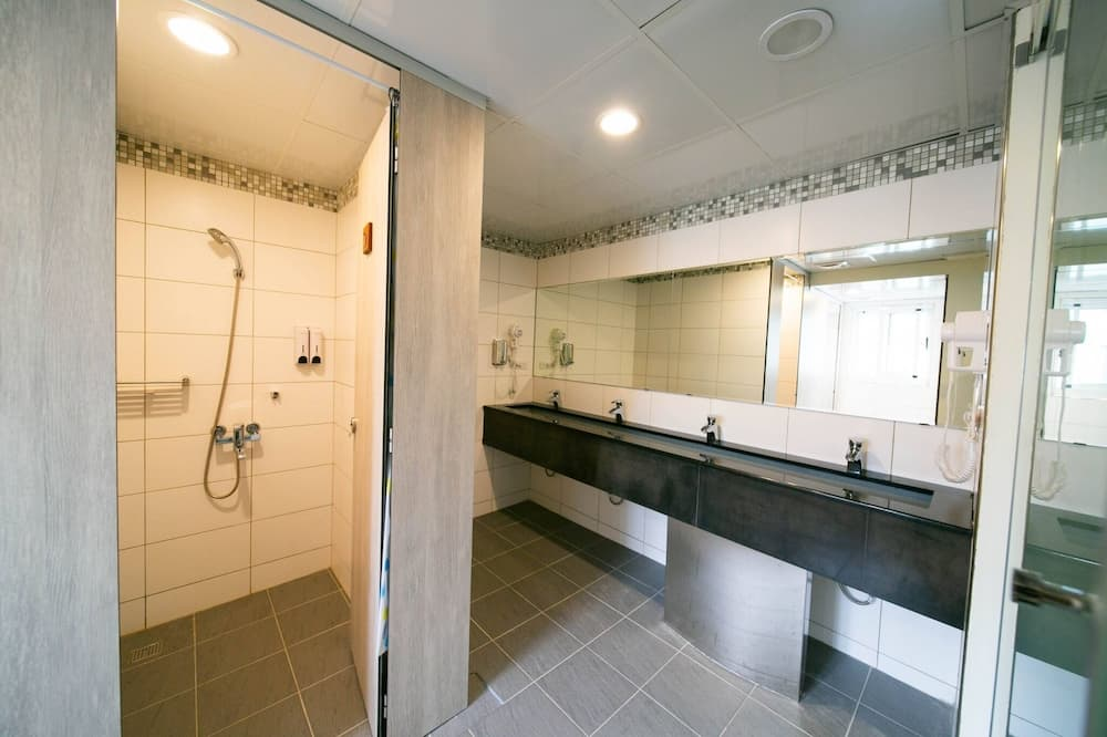 Dormitorio compartido básico, solo para hombres - Baño
