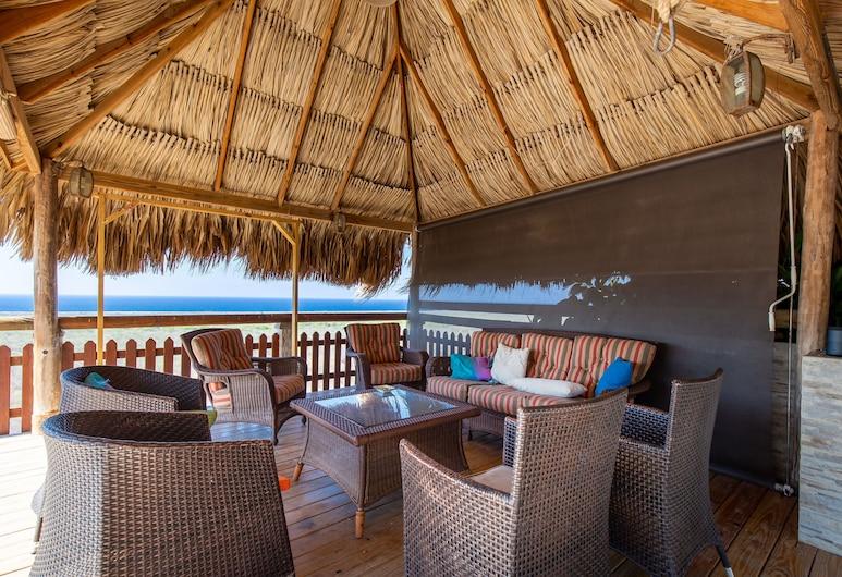 Breathtaking Family Designer Villa w/ Private Pool & Tropical Garden, Willemstad, Grillimis-/piknikukoht