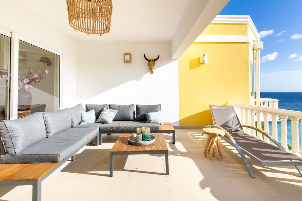 Exclusive Apartment (3 Bedrooms) - Living Area