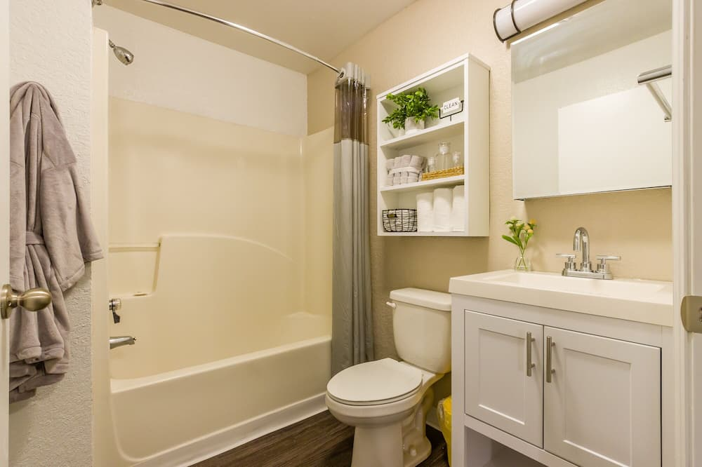 Premium-Zimmer, 1 Queen-Bett - Badezimmer