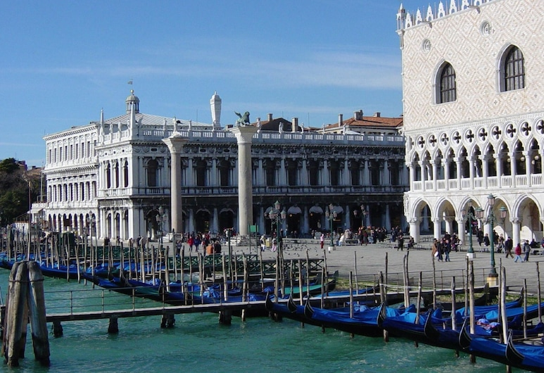 Sun-drenched Seaside Holiday Home Close to Venice, Rosolina, Z zewnątrz