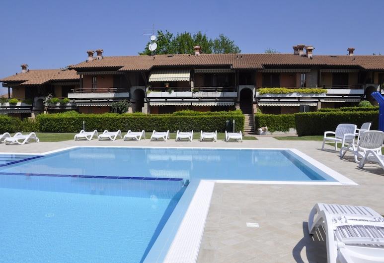 Snug Holiday Home in Lazise With Heating, Near Lake Garda, Lazise
