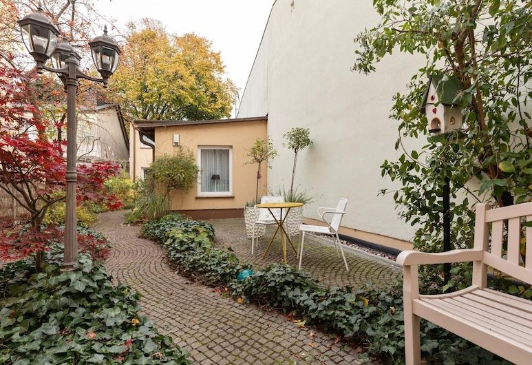 Enticing Apartment in Warnemünde Near Forest, Rostock, Tuin