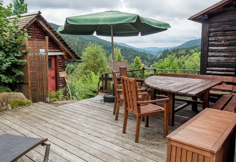 Tranquil Holiday Home in Reinerzau With Terrace and Garden, Альпирсбах