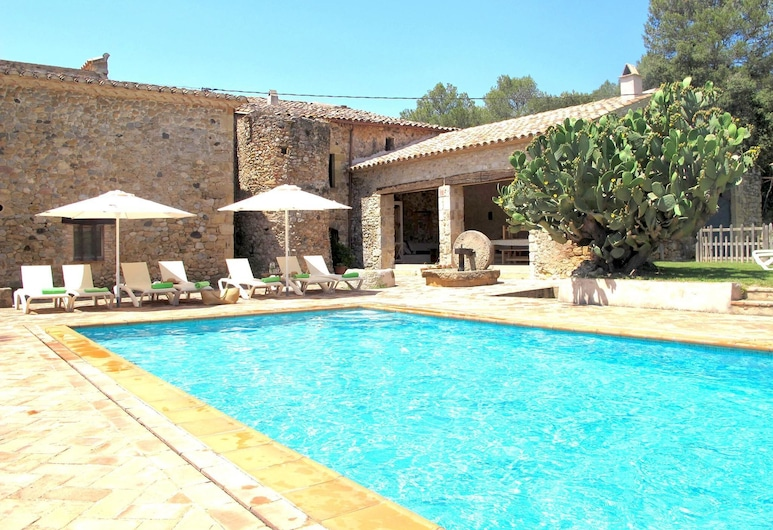 Traditional Estate From the XIV Century, With Swimming Pool, Navata