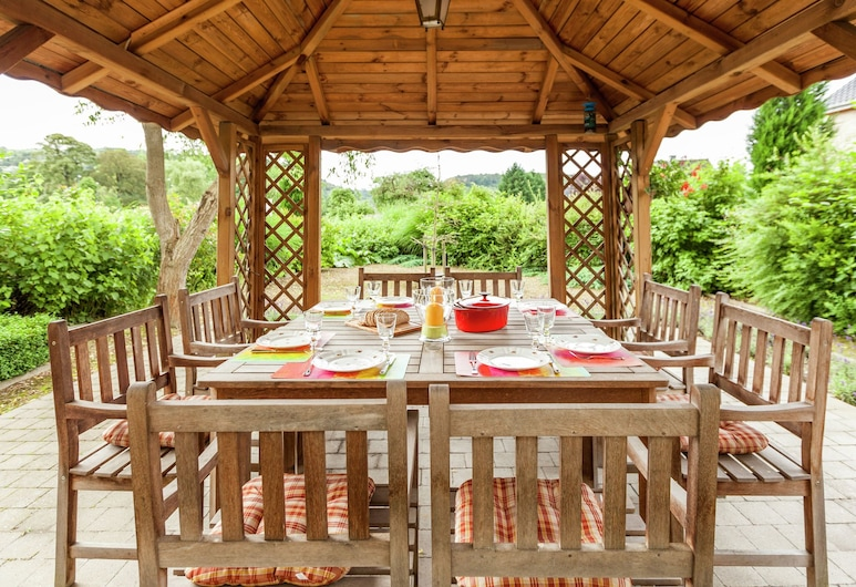 Authentic Village House With Romantic Garden and Wooden Gazebo, Hamoir, คอทเทจ, ระเบียง