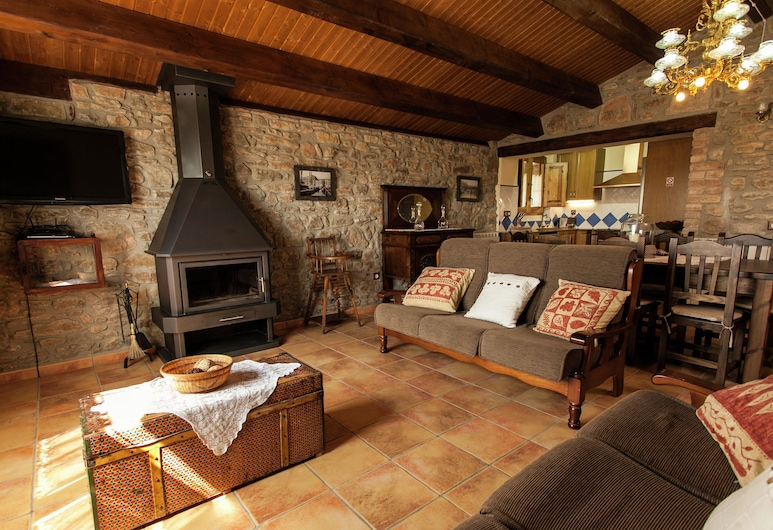 Magnificent Restored Stone House for 10 People With Private Pool in Solsona, Olius, Cottage, Living Room