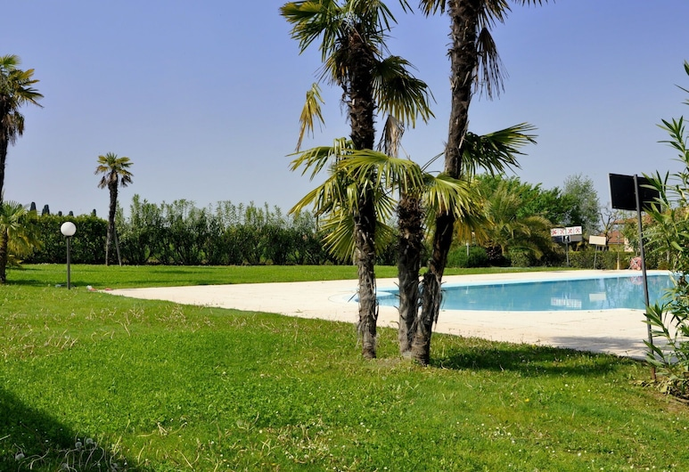 Intriguing Holiday Home in Lazise With Swimming Pool, Lazise, Garden