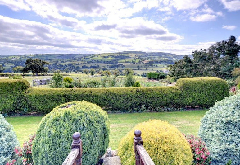 Scenic Holiday Home in Abergele With Terrace, Garden, Pond, Abergele