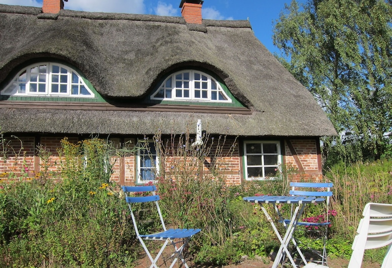 Big Holiday Home in Pronstorf Germany With Private Garden, Pronstorf, Puutarha