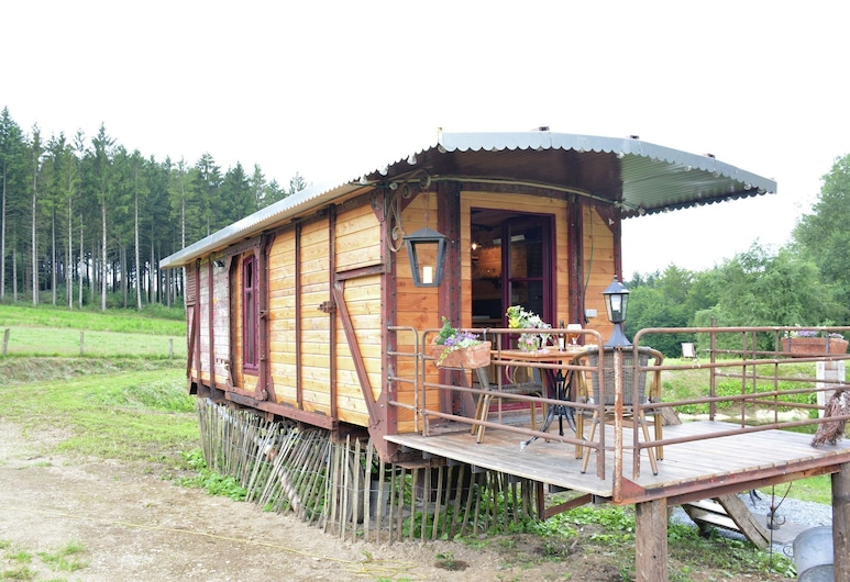 Cozy Mobile Home in Vresse-sur-semois With Terrace, 比耶赫