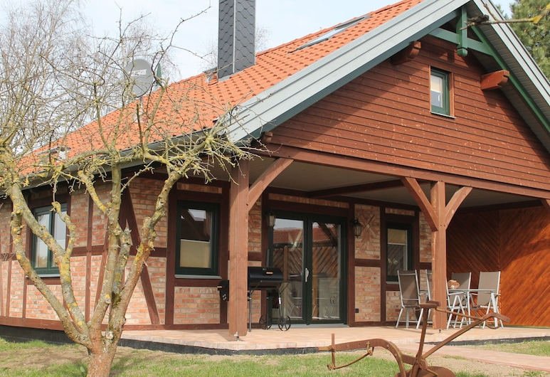 Modern Holiday Home in Brusow With Roofed Terrace, Kroepelin