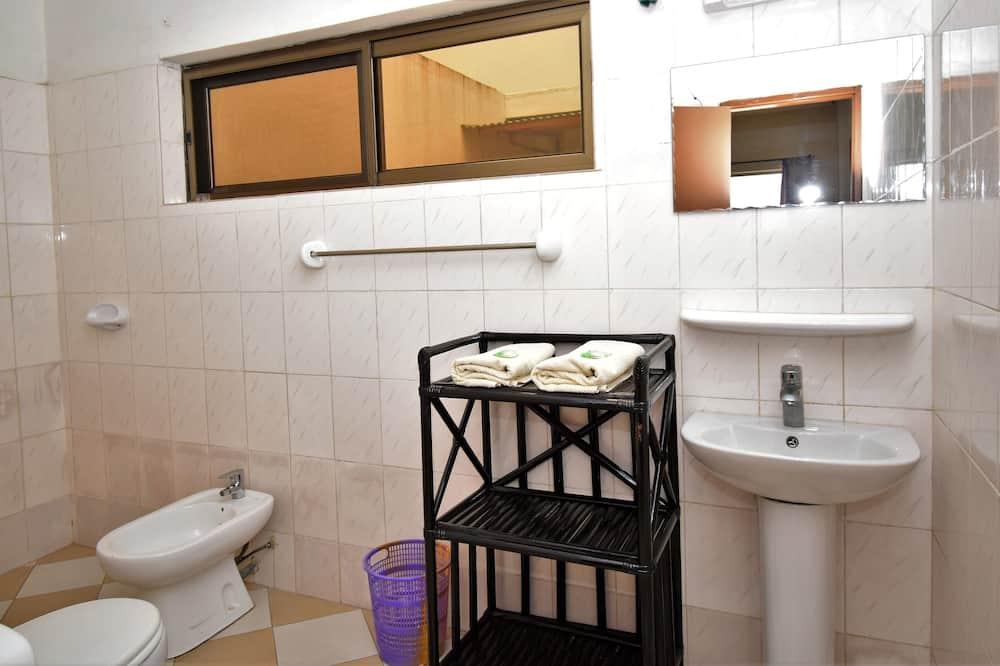 Economy Room (Zomai) - Bathroom